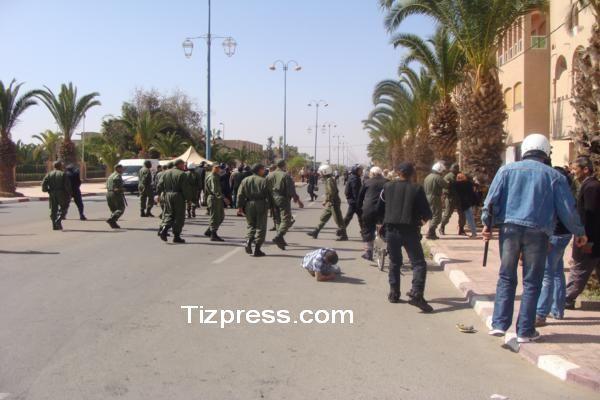 عااااجل : دماء القرويين المحتجين ضد مافيا العقار تسيل بشوارع تيزنيت بعد تدخل أمني عنيف