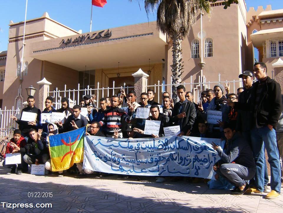 تيزنيت:  إحتجاج طلبة أكلو أمام المحكمة بسبب الرعاة الرحل  ( صور  )