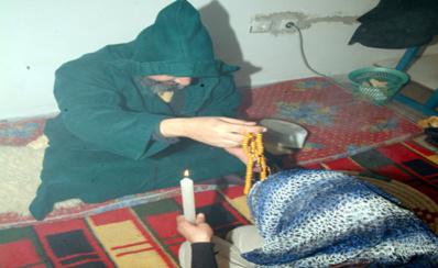 مشعوذ يغتصب فتاة أثناء نومها بداعي معالجتها