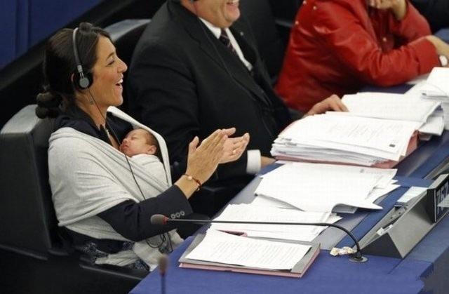 اليونيسيف: من حق النساء إرضاع أطفالهن في أماكن العمل