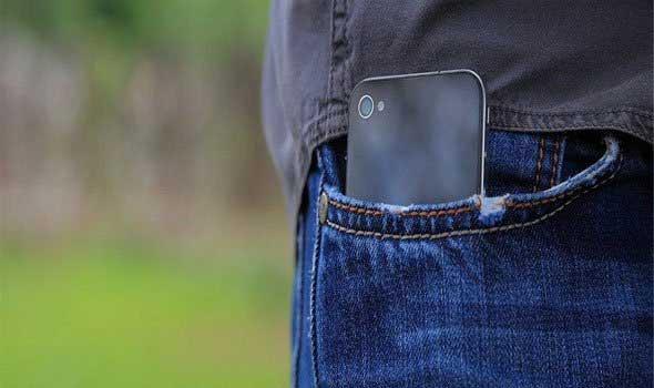 ثلاثة استعمالات خاطئة للهاتف تضر بالرجل