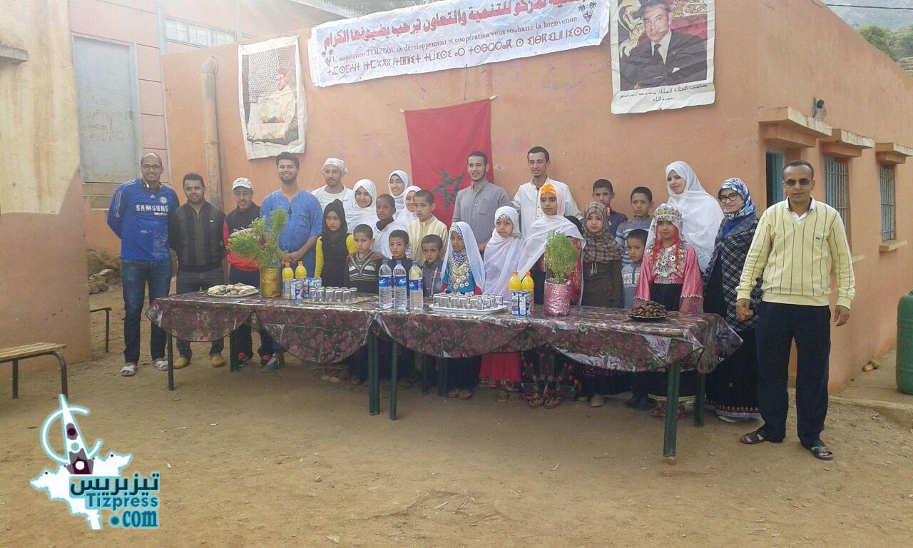 """أربعاء أيت احمد:نادي """"معا للخير""""يحط الرحال بمدرسة تمزكو ( صور + فيديو  )"""