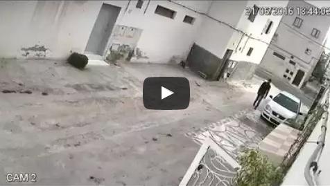 شاهدوا: كاميرا المراقبة تصور لص يسرق دراجة هوائية من أمام أحد المنازل بأكادير
