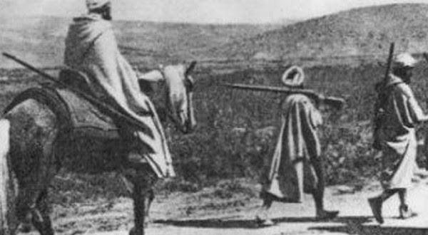 """أربعاء أيت أحمد :في الذاكرة """"أبيضار ن توكارت"""" …أو الشاعر الذي أزعج الإستعمار الفرنسي بكلماته الساطعة"""