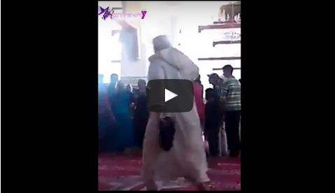بالفيديو: امرأة تهاجم زوجها داخل مسجد بمكناس