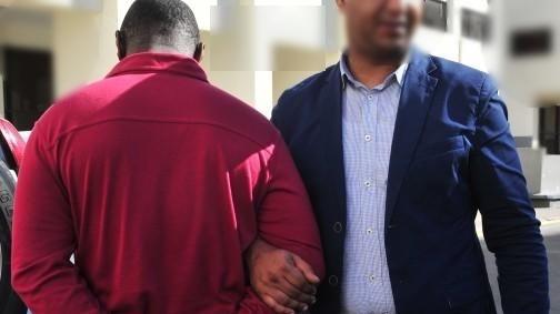 تيزنيت : اعتقال كَامِيرُوني من أجل الإتجار في مخدر الشيرا