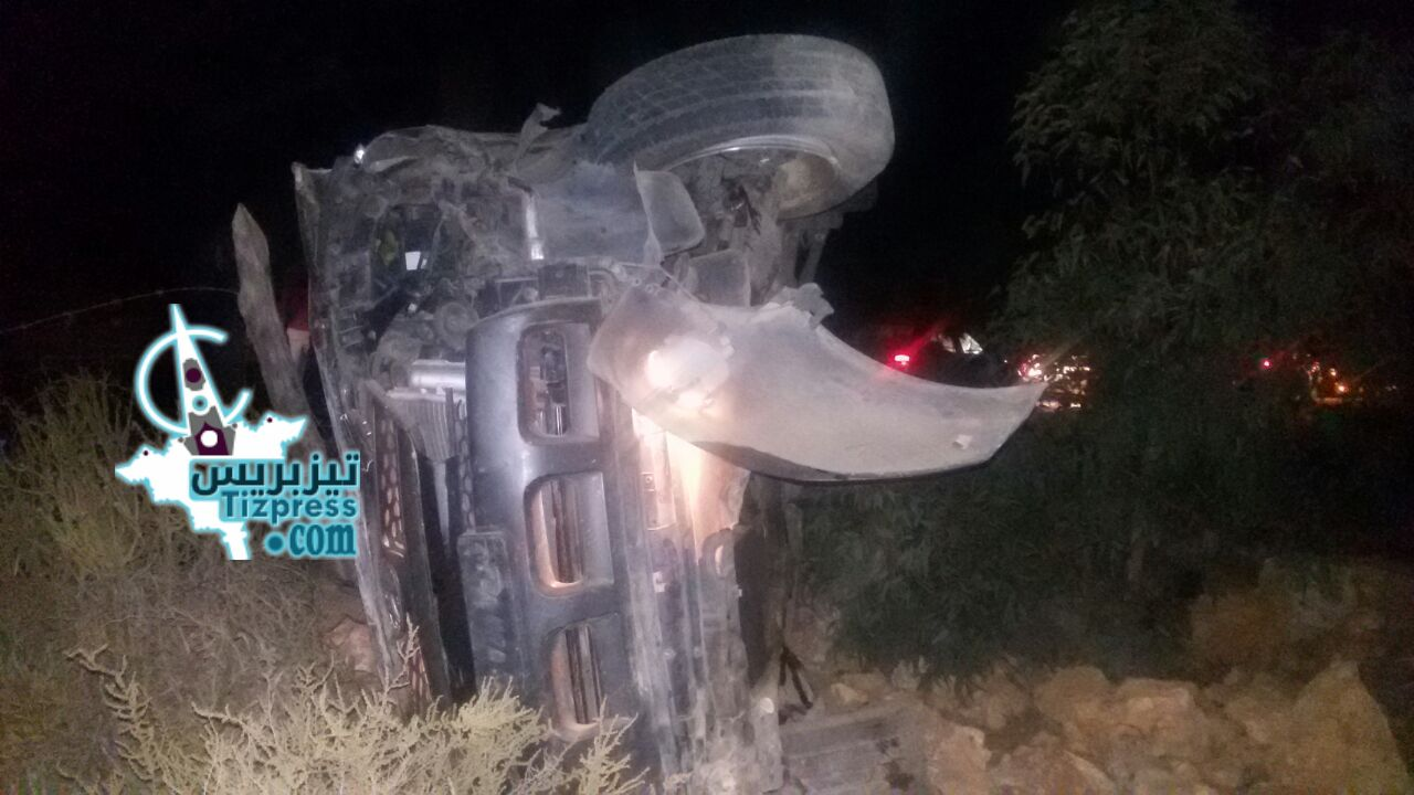 بالصور :اصطدام سيارتين بطريق أكلو يخلف خسائر مادية