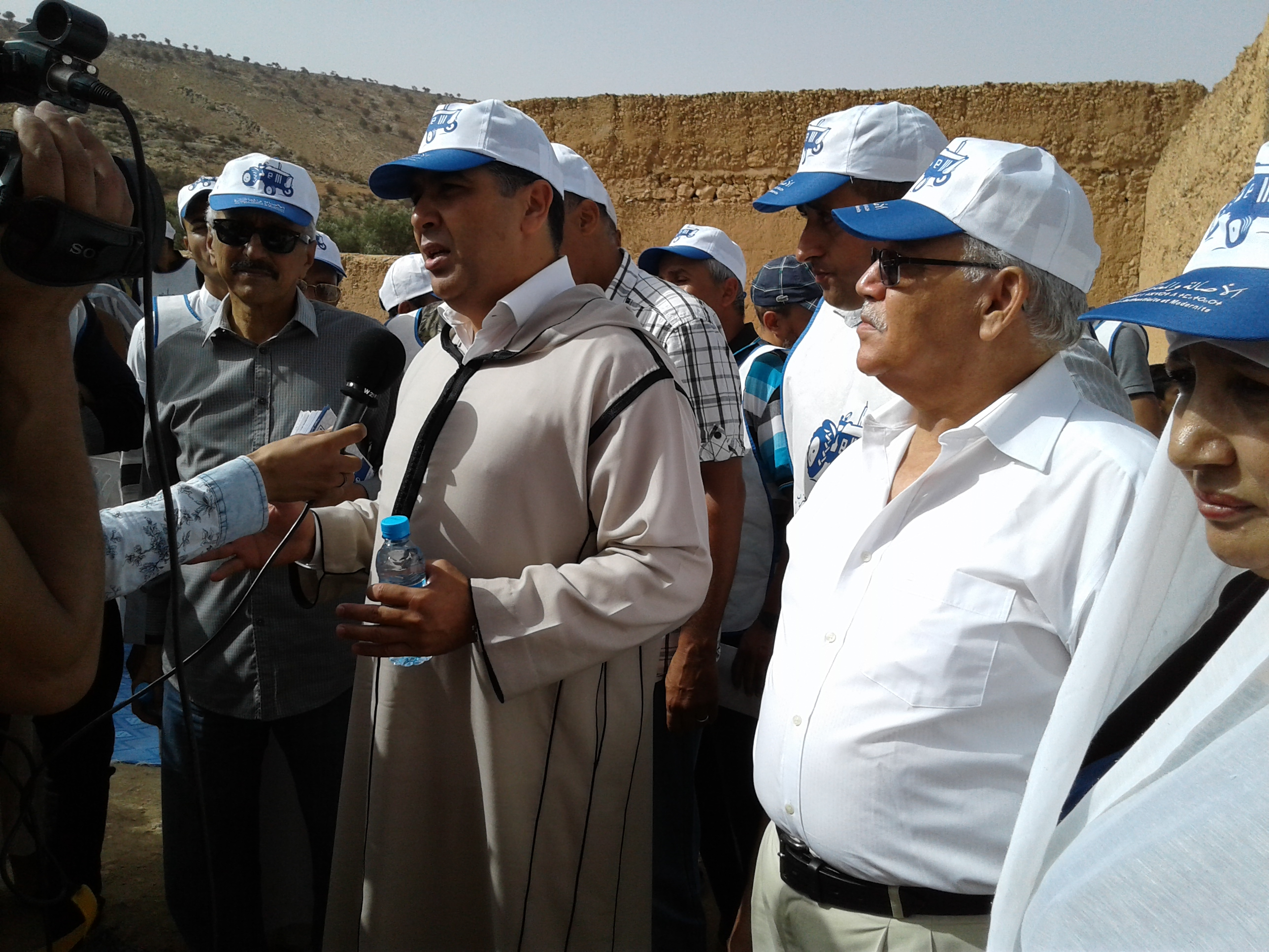 تيزنيت :رجل الأعمال لحسن حما يقود حملة الجرار بجماعة وجان رفقة مشارك