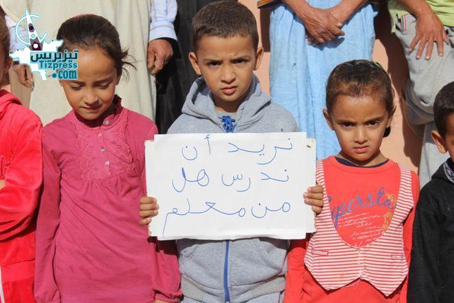 بالفيديو: جماعة أربعاء الساحل .. احتجاجات ساكنة ادهمو عمر على الوضع التعليمي بالمنطقة
