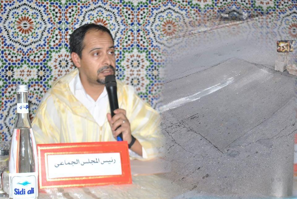 لقاء بجماعة تيزنيت لتدارس السبل الكفيلة لاصلاح حفرة متواجدة بشارع الحسن الثاني