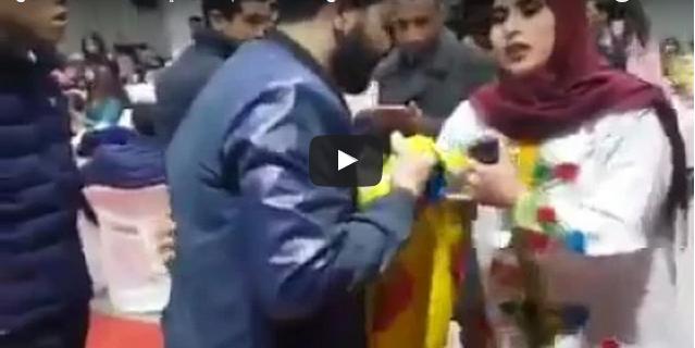 """أكادير : بالفيديو ..محاولة منع ومصادرة العلم الأمازيغي خلال حفل """"ميس أمازيغ""""  """"2017..و """"أروهال"""" تعتذر"""