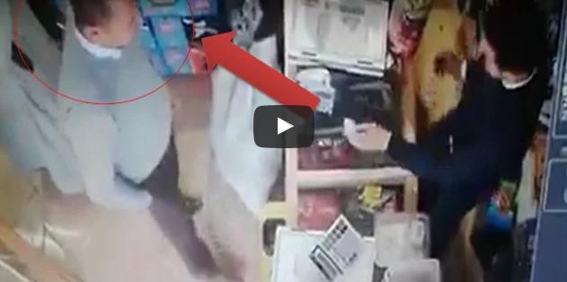 بالفيديو : حضيو راسكم.. شخص يقوم بالنصب على أصحاب المحلات التجارية بتيزنيت و النواحي