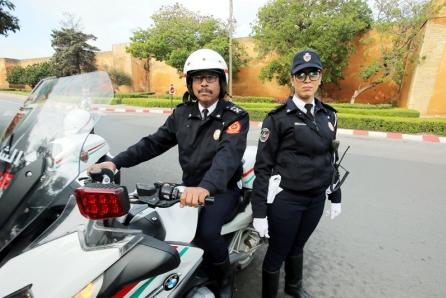 بالفيديو و الصــور  : انطلاق العمل الرسمي بالزي النظامي الجديد لرجال ونساء الأمن