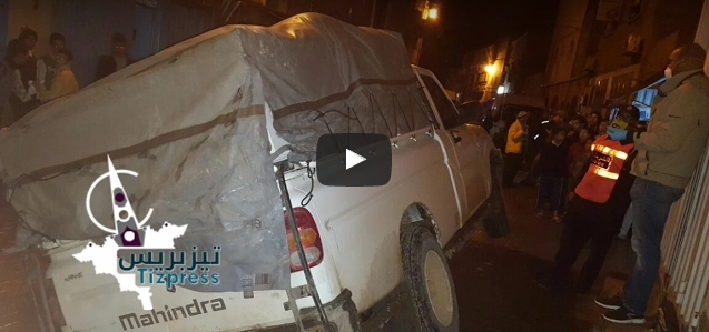 بالفيديو : الأمطار تتسبب في انقلاب مُقاتلة تهريب وسط مدينة تيزنيت وفرار السائق