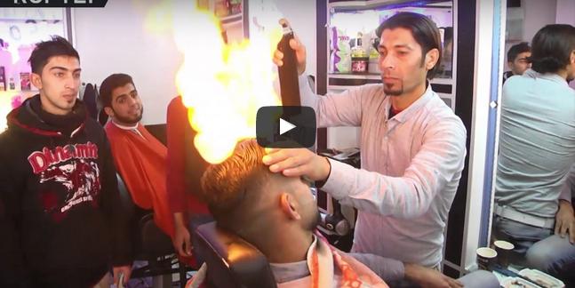 بالفيديو : حلاق يشعل النار على رؤوس زبائنه