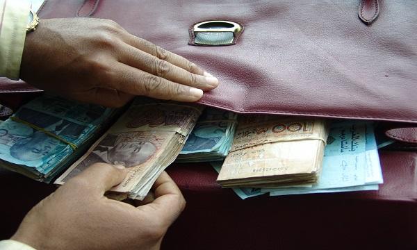 إعتقال مدير بنك بتهمة اختلاس أموال عمومية