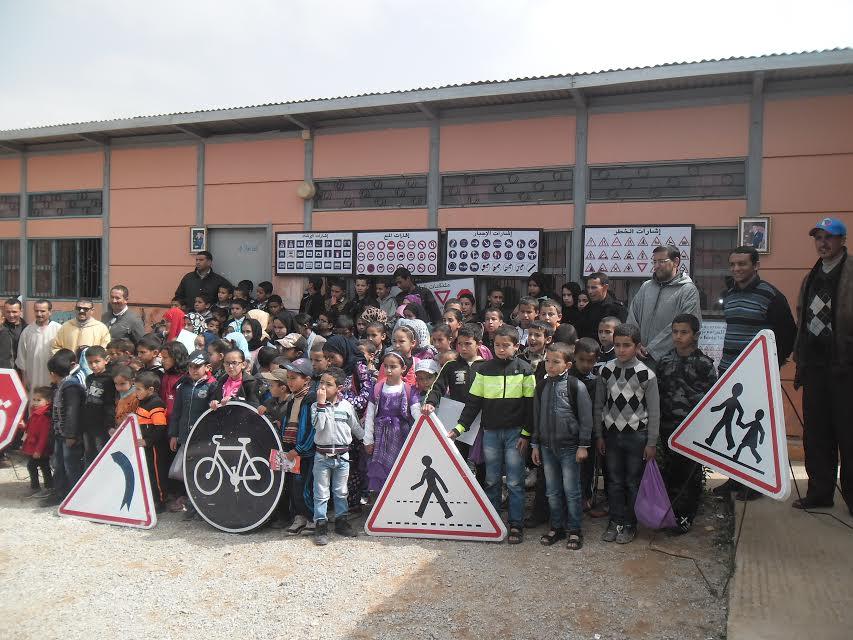 أكلو : يوم تحسيسي متميز بمجموعة مدارس ابن الهيثم حول أخطار الطريق