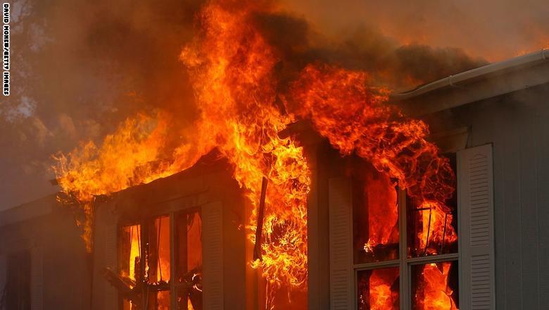 شخص يحرق 15 مصليا داخل مسجد أثناء صلاة الجمعة