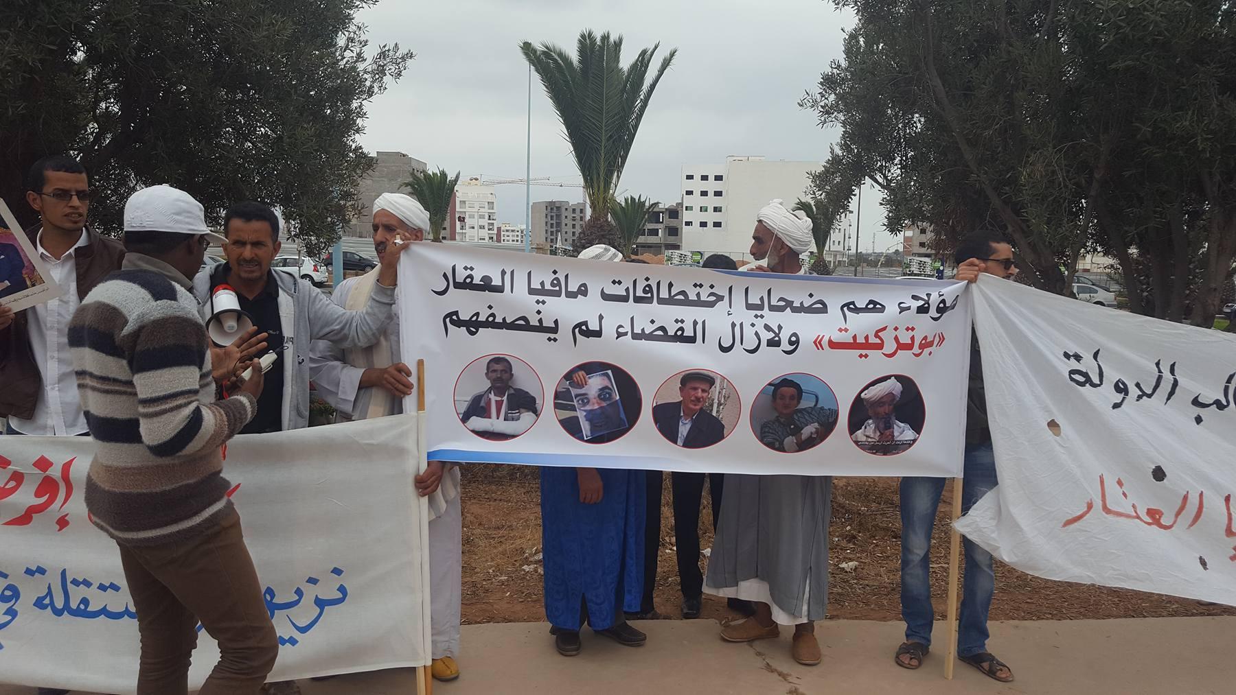 """أكادير: """"ضحايا مافيا العقار"""" بسوس يحتجون و يعتصمون أمام محكمة الاستئناف ( صور )"""
