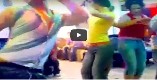 تيزنيت :فيديو لحفل شواذ داخل مقهى بالمدينة القديمة بطقوس نسائية !!