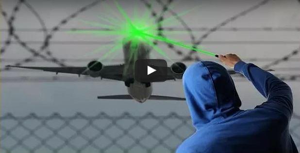 """فيديو : الدرك الملكي بفاس يتحرك بعد """"مهاجمة"""" طائرة مدنية بالليزر"""