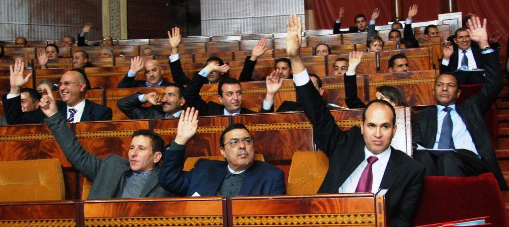 أحزاب الأغلبية تطالب بتمديد قانون الصحافة والنشر
