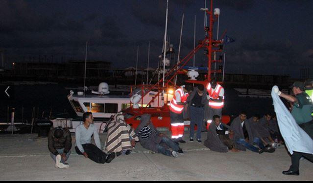 """سيدي افني :إنقاذ 6 """"حراكة"""" واختفاء 09 آخرين علقوا في البحر  لمدة 10 أيام"""