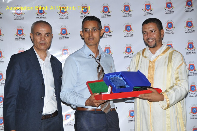 """تيزنيت :على هامش اليوم الوطني للمهاجر ..جمعية """"بلادي المغرب"""" تُكرم الدكتور توفيق أغناج"""