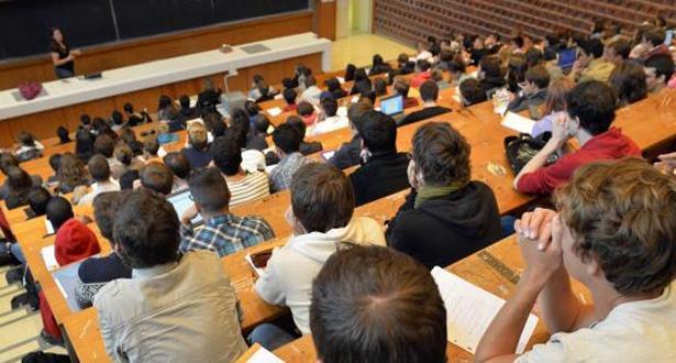 اعتقال سبعة أساتذة جامعيين بتهمة تزوير الإمتحانات