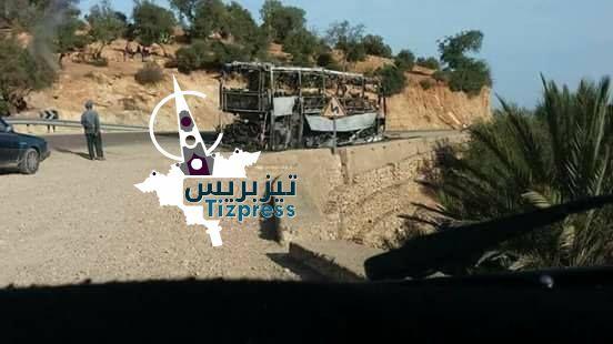 بالصور : احتراق حافلة بالكامل كانت متجهة من أكادير  نحو الدار البيضاء بنواحي الصويرة