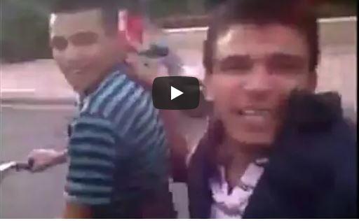 فيديو طريف: شاب ببني ملال سقط بدراجته النارية و لم يقطع البث المباشر على الفيسبوك