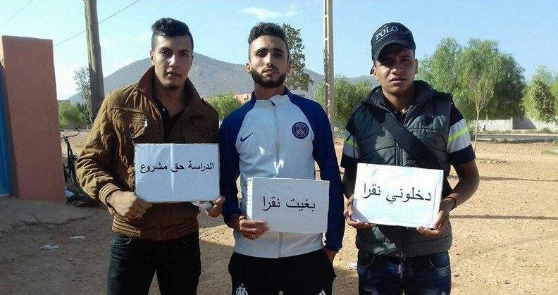 أولاد جرار : وقفة احتجاجية للتلاميذ المفصولين بثانوية السلام بعد رفض طلباتهم بالعودة لاستئناف الدراسة ( صور)