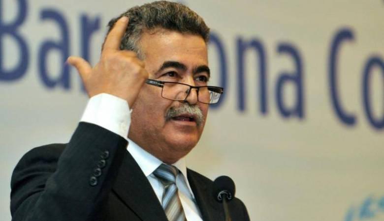 """فيديو : برلمانيون مغاربة يحاصرون الإسرائيلي """" عمير بيريتس"""" داخل البرلمان المغربي"""