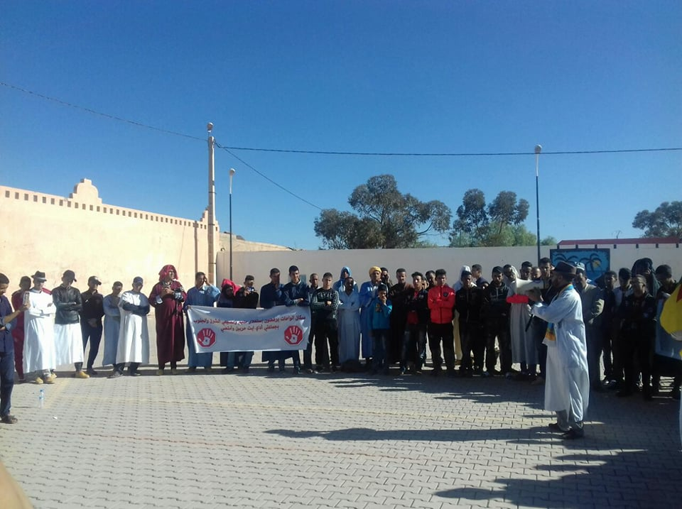 بالصور : ساكنة إقليم كلميم تحتج و تعبر عن رفضها لزحف المناجم على الواحات