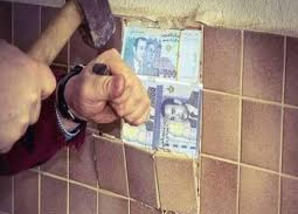 """""""عدول"""" يتعرض لسرقة 100 مليون كان يخبئها تحت """"الزليج"""" في منزله"""