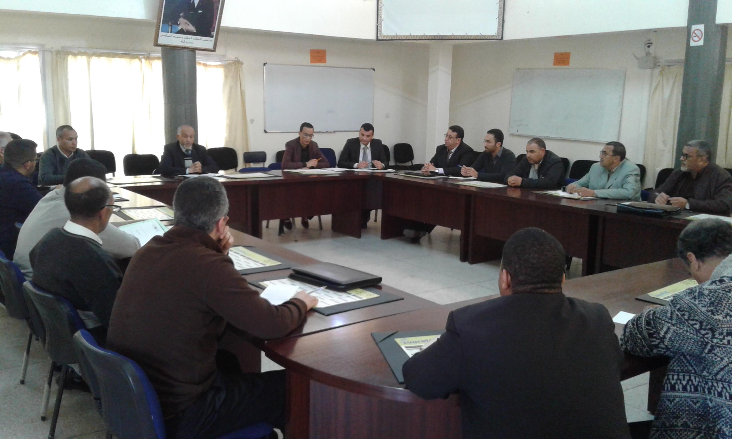 تيزنيت : مديرية التعليم في لقاء تواصلي حول الحصيلة المرحلية للمسالك الدولية للباكلوريا المغربية وتدارس امكانيات توسيع العرض التربوي بباقي المؤسسات