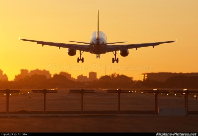 محمد السادس ينقذ طائرة رئيسة الارجنتين من الحجز اللاوروبي