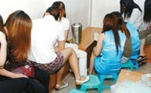 عاجل: إيقاف خمس نساء متزوجات رفقة رجل في منزل بأكادير بتهمة الدعارة