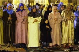 تقرير : 53 بالمائة من الشباب لا يؤدون الصلاة بانتظام وتفوق الاناث على الذكور لأداء الصلاة بنسبة 59 بالمائة
