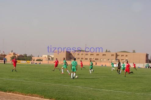 الشوط الأول: فريق قدماء المنتخب الوطني ينتصر على فريق قدماء أمل تيزنيت بـ 4 مقابل هدف واحد (شريط صور خاصة رفقته)
