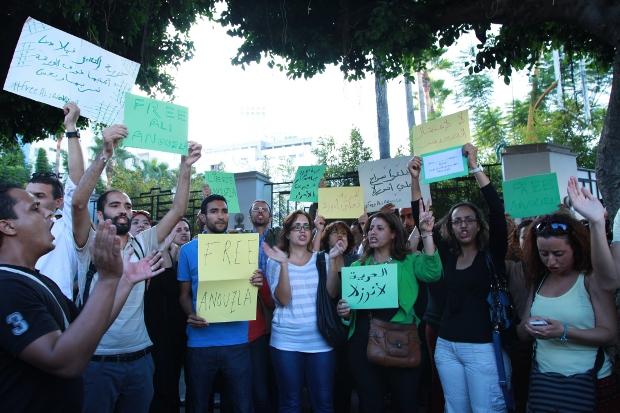 صحافيون وحقوقيون وإسلاميون وعلمانيون في وقفة تضامنية مع الزميل علي أنوزلا والمطالبة بإطلاق سراحه