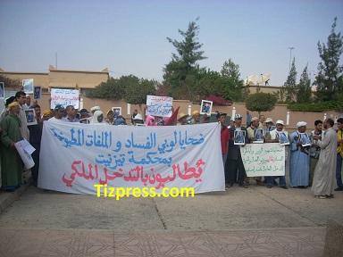 مواطنون يحتجون ضد القضاء ولوبي الفساد ومافيا العقار بتيزنيت