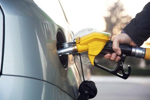 الحكومة تقرر خفض سعر البنزين الممتاز في أول أيام العيد