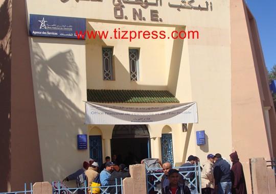 سكان الدشيرة بجماعة المعدر الكبير يشتكون غلاء فواتير الكهرباء