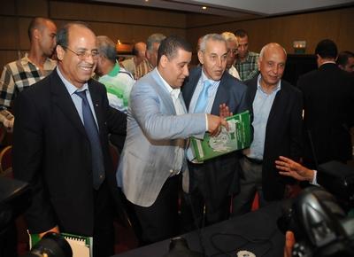 """مكتب الرجاء يحفز اللاعبين بمنح مالية سخية للفوز على فريق """"اتلتيكو منيرو"""""""