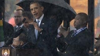 نصاب إلى جانب أوباما في مراسيم عزاء مانديلا