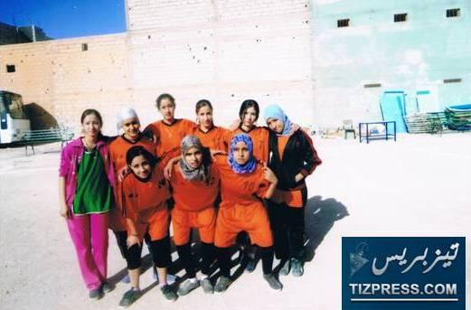 """بونعمان: فريق """"اللبؤات"""" التابع لدار الطالبة ببونعمان ينتزع المرتبة الثانية ولقب """"لاعبة الدورة"""" في  البطولة الاقليمية لكرة القدم للفتيات المنظمة بتافراوت"""