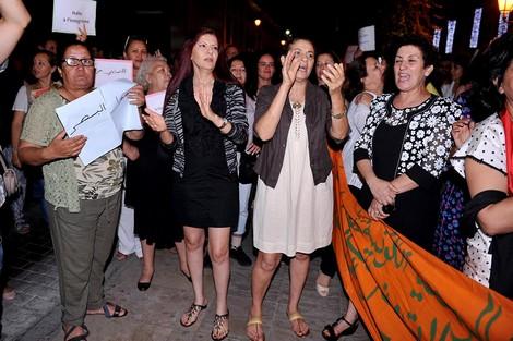 """وقفة أمام البرلمان تضامنا مع 'فتيات إنزكان"""""""