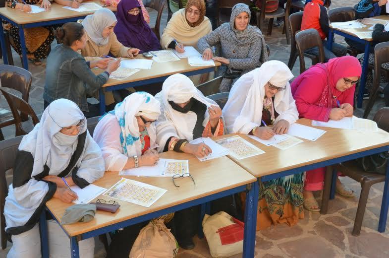 تيزنيت : العشرات من نساء وأطفال يستفسدون من ورشة تكوينية لتعليم حروف تيفيناغ