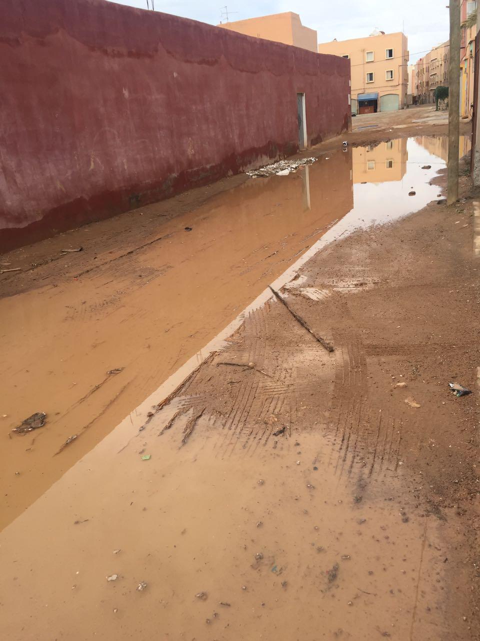 شكاية: معاناة سكان خارج باب أكلو من تسرب المياه الى جدران المنازل